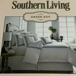 Southern Living Bedding - NWT Set of 2 Southern Living Greek Key Euro shams